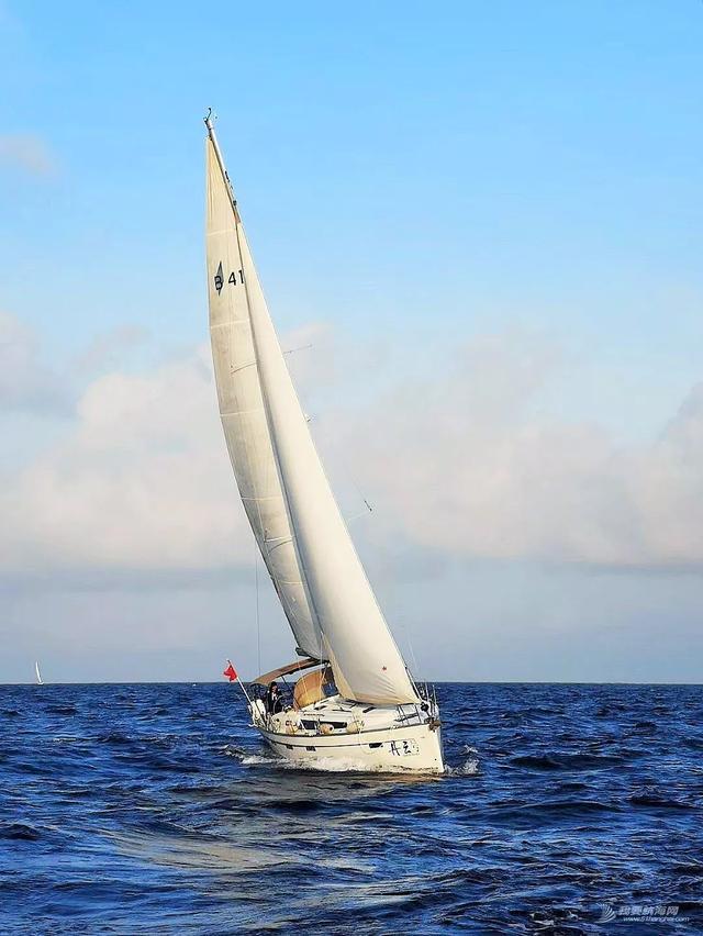 退休后过这样的生活也太理想了!来自一对夫妇的5年帆船生活分享