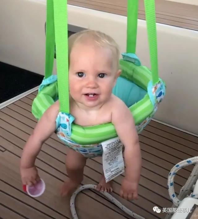 小两口驾船在海上生活十年,连女儿都是在船上带大!这是什么生活体验...